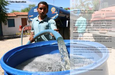 Distrito de Inhaporanga em Cararidade sofre com falta de abastecimento de água que é feito somente por carros pipa Na foto: Carro Pipa abastecendo barril Foto: Fco Fontenele, em 11/08/2006