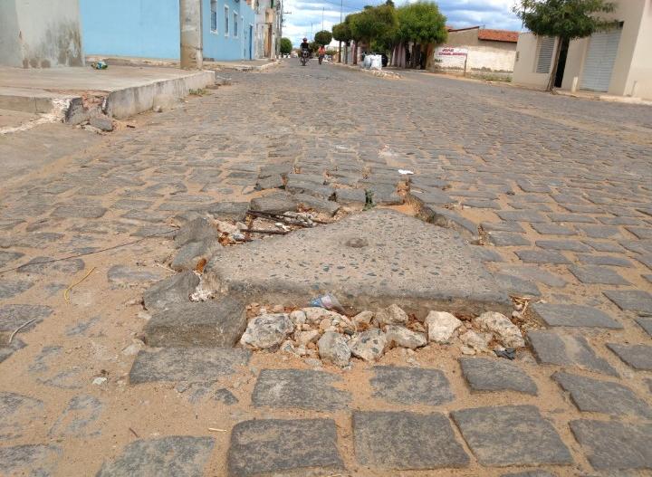 Calçamento em Campo Alegre de Lourdes: começa o reparo outra vez